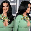 Escote de Katy Perry roba miradas en la ceremonia Grammy 2013