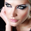 "Apuesta por el make up ""black and white"""