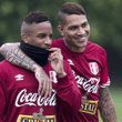 "NO TE PIERDAS:Facebook: Jefferson Farfán le dedicó un emotivo video al ""depredador"" Paolo Guerrero"