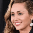 Miley Cyrus y el top que le 'copió' a Kim Kardashian y Cindy Crawford