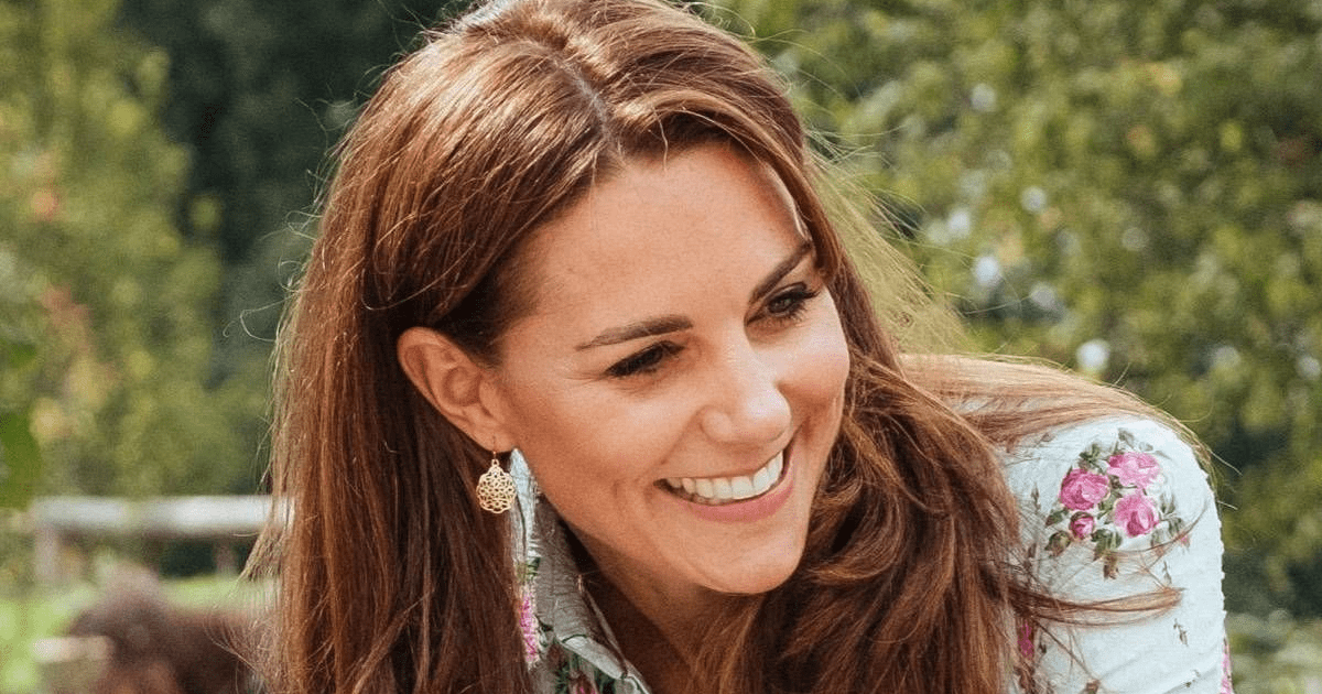 Kate Middleton marca tendencia con outfit vestido total black ideal para una noche con amigas