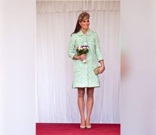Kate Middleton luce embarazo con un look primaveral
